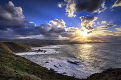 Sol de invierno... | Winter sun... (maf.mendoza) Tags: winter sunset sea espaa costa sun seascape sol clouds landscape atardecer coast mar spain nikon asturias paisaje tokina nubes invierno cudillero cabovidio oviana atx116prodx nikond7200