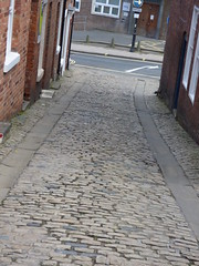 Belmont Bank, Shrewsbury - cobbles (ell brown) Tags: greatbritain england shropshire unitedkingdom shrewsbury oneway cobbles bt beecheslane belmontbank beechesln