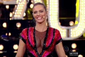 """Fernanda Lima usa superdecote e provoca furor na web durante """"Amor e Sexo"""""""