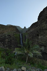 Waterfall at Kalalau Beach, Na Pali Coast State Wilderness Park, Kaua'i_2_11232014 (Ike Fitz) Tags: kauai napalicoast kalalautrail