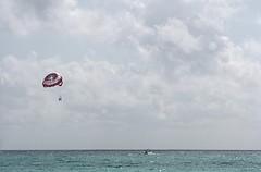 Parasailing (B.e.D) Tags: trip travel viaje sun beach canon mexico boat bed parasail panograph panografa