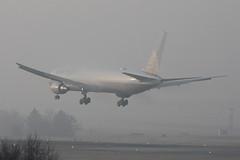 United Airlines Boeing 767-424/ER N67052 (Kambui) Tags: fog airplane airport aircraft aviation united airplanes boeing zürich airlines 767 unitedairlines aviones avions kloten zrh flugzeuge boeing767 b767 飛機 aviões airplanespotting 767400 aeroplani kambui n67052 767400er 767424er boeing767400 เครื่องบิน boeing767400er boeing767424erual
