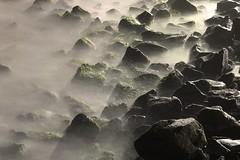Pedras e mar - Rocks and sea (adelaidephotos) Tags: sea brazil praia beach rio rock stone brasil riodejaneiro night mar dusk wave noite pedra anoitecer leme onda mariaadelaidesilva