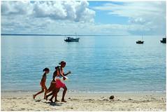 Coroa Vermelha - Praia. (gerard21081948) Tags: mer praia sport brasil natation eau sable bahia bateau paysage enfant extrieur plage brsil rivage coroavermelha littoral