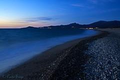 Plage en fin de nuit. (sergecos) Tags: longexposure morning blue sea mer beach night dawn mar nikon mediterranean curves bleu shore nuit plage matin rivage aube mditerrane galets pyrnesorientales courbes poselongue d7000