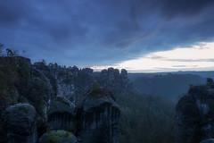 Klippe (Rainer Schund) Tags: cloud nature sunshine clouds sunrise nikon nebel natur steine sunrays cloudporn felsen elbsandsteingebirge klippe nikond700 naturemasterclass natureexploring