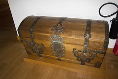 Antique chest (quinet) Tags: germany 2012 kulmbach castleroad burgenstrase plassenburgcastle plassenburgzinnfigurenmuseum
