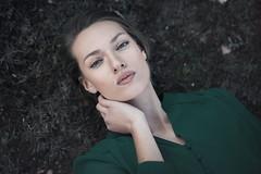 Juliet (Tania Cervin) Tags: portrait verde green girl beauty canon model eyes fineart 85mm lips ojos guapa seleccionar taniacervianphotography