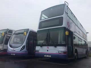 First Midland Red - 33043 LN51DVG - H39/24F Transbus Trident 2 Plaxton President