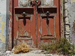 Samos, old door (duqueros) Tags: door hellas greece grecia griechenland grce samos tre greekisland  marathokampos griechischeinsel o duqueiros