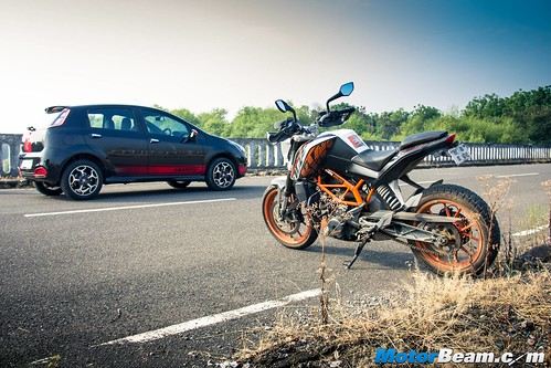 Fiat-Punto-Abarth-vs-KTM-Duke-390-18
