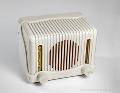 Pulgarcito 2 tubes tabletop radio, early 50´s, Made in Spain by Ondina (RADIO ELECTRICA SOLE, S.A.), Barcelona. (José Gustavo Sánchez González) Tags: spain european tube pulgarcito ondina josegustavo