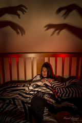 Threatening shadows / Sombras amenazantes (Hornisterol) Tags: painting enero paranormal nocturnas sombras miedo aparicin ligh inquietante pnico 2016 linterna posesin posesion manueljrrega