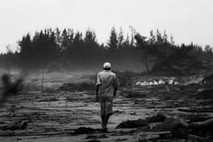 The End Of The World (Edward Zulawski) Tags: street brazil blackandwhite bw man praia beach nature brasil noir chaos natureza documentary pb dirty caos homem pretoebranco mar sujeira apocalipse