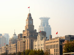 A crown on The Bund! (Digidoc2) Tags: china sky architecture buildings smog haze shanghai thebund