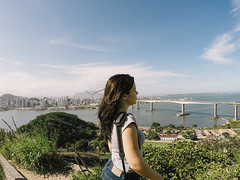(Camilla Soares) Tags: city bridge sea cidade brazil portrait costa girl brasil landscape coast mar seaside retrato candid paisagem ponte garota litoral espiritosanto conventodapenha gopro espontanea goprohero4silver
