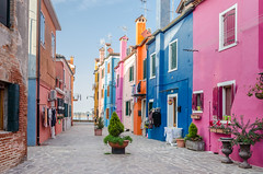 Burano (hjuengst) Tags: italien pink blue venice italy orange house window island colorful italia insel colourful venezia venedig bunt burano multicolour housefront farbenfroh diamondclassphotographer flickrdiamond