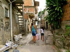 Subida recem asfaltada (CatComm | ComCat | RioOnWatch) Tags: brazil water gua brasil riodejaneiro sewage favela picapau esgoto cordovil