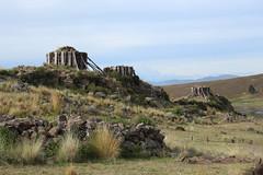 Tres pequeñas Chulpas (jorgeluis.tenicela) Tags: naturaleza peru cementerio bolivia sierra inka andes tres mundo frio puno maravilla pequeñas tiahuanaco chullpas chulpas gegrafia
