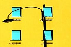 Luce condominiale (meghimeg) Tags: blue windows shadow sun lamp yellow facade farola blu ombra gelb giallo sole chiavari azzurro chiuso lampione finestre 2016 facciata