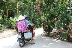 2016-03-11 My Tho, Vietnam002 Mother and daughter. (HAKANU) Tags: trees tree green hat garden drive asia driving village mother vietnam phuong heat motorcycle mummy mekongdelta mekong