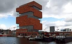 Het Museum Aan de Stroom (jo.misere) Tags: red haven water clouds boats mas belgium belgie wolken boten rood antwerpen eilandje