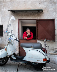 Park at the front door (Melchita) Tags: street italy streetphotography palermo streetscenes urbanscenes urbanlife urbanphotography streetcolor streetphotographycolor olympusomdem5