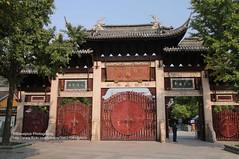 Shanghai, Longhua temple, gate (blauepics) Tags: china city building architecture temple gate shanghai stadt architektur tor gebude tempel longhua schanghai