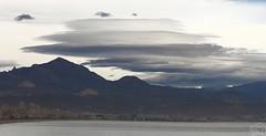 Nubes lenticulares sobre el Cabeçó d'Or (Elías Gomis) Tags: sky beach weather clouds playa cielo nubes meteo lenticulars cabeço eliasgomis lenticulaars