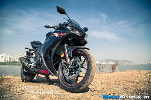 2016-Yamaha-R3-05