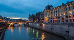 Pont Saint-Michel * Paris (Johann Glaes) Tags: city bridge blue light paris france water by seine night nikon eau stream europe lumire ile rivire hour pont arrondissement reflexion nuit quai heure bleue fleuve 4me d3000 borderfx