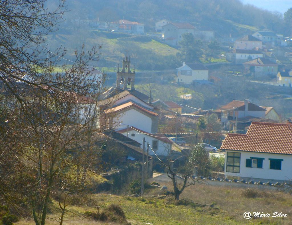 """Aguas Frias (Chaves) - ... vista parcial da Aldeia com a igreja de """"costas"""" ..."""