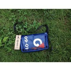 ทำเสร็จยังไม่ทันได้ถ่ายรูป มีคนซื้อไปซ่ะล่ะ>< ! ไวดีจัง. ขอบคุณมากๆครับ  ทำจากถุงทะเลขนเงินเติมตู้เอทีเอ็มเก่า  #bag #vintage #handmade #design #pvc