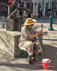 Man playing musical saw... (Ted Silveira) Tags: california santacruz iphone mobilephotography iphoneography iphone5s