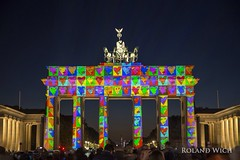 Berlin - Festival of Lights 2015 (Rolandito.) Tags: berlin festival night germany deutschland lights evening abend dusk alemania tor brandenburger allemagne germania beleuchtung tir beleuchtet bught
