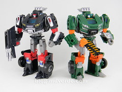 Transformers Hoist Deluxe - Generations Takara - modo robot vs Trailbreaker (mdverde) Tags: deluxe transformers generations takara autobots hoist trailbreaker