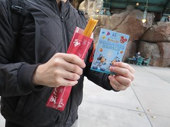 IMG_2632 (NIKKI BRITTAIN) Tags: disneysea anime animals japan tokyo disney streetfood foodie churro