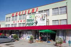 Albanie, contrastes (27) (clodyus) Tags: retail store magasin tienda boutique negozio albania fier albanie shqipri  venditaaldettaglio fierdistrict