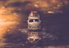Bon voyage!!! (cristina.g216) Tags: travel viaje lake car lago bokeh coche ban suitcases maletas