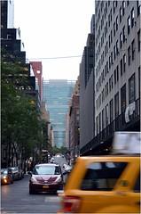 Au bout de la 43th str se trouve le btiment de l'ONU, en voici un petit bout (Barbara DALMAZZO-TEMPEL) Tags: nyc manhattan midtown