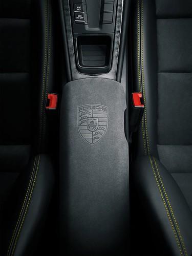 Салон Porsche Cayman GT4