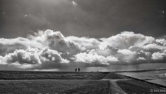 Two people (Gert Brink) Tags: holland water netherlands clouds waddenzee see wolken fujifilm groningen fujinon gert brink lauwersoog xt1