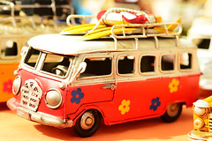 summertime (manu_perez_73) Tags: hippie furgoneta volkswagen van volkswagenvan flowers flowerpower summertime manuperez73 nikond7100 nikon50mm miniatura miniature mercadillo elrastrodemadrid surf surfing janisjoplin