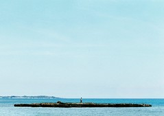 (.AiLinh) Tags: blue sea sky film analog 35mm island iso200 bluesky ishootfilm vietnam analogue analogphotography elan7 analogphoto filmphotography vitnam elan7n eos30v filmphoto filmisnotdead lyson uxi efiniti uxi200 lysonisland lsn olsn uxiefiniti lsnisland