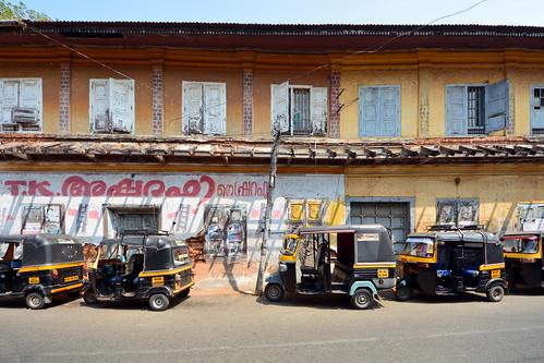India - Kerala - Fort Cochin - Streetlife With Auto Rickshaws - 105
