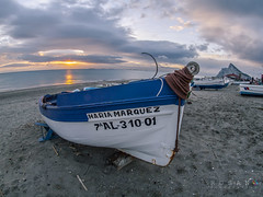 Barca en la Atunara (Rosano) Tags: f8 marinas rosano pnestrecho lalneadelaconcepcin laatunara e620 samyang8mm
