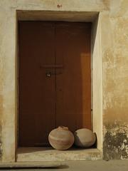 bikaner fort (gerben more) Tags: door shadow two sunlight india fort pots doorway pottery bikaner rajasthan