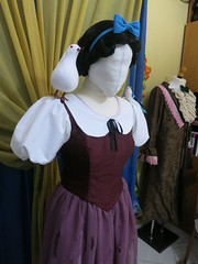 Snow White's scullery maid Cosplay (Cinder_boy) Tags: white snow dress cosplay disney walt maid comicon 1937 stracci biancaneve romics scullery stracciona