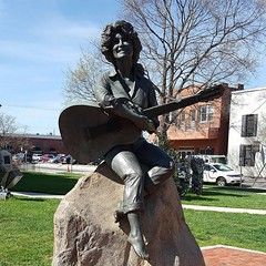 Downtown Sevierville {March 2016} (thenewclassy) Tags: travel statue downtown tennessee donuts donut courthouse sevierville greatsmokymountains dollyparton traveltips dollypartonstatue seviercountycourthouse travelideas courthousedonuts