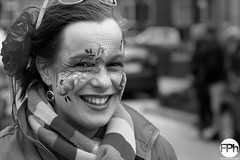 The great smile (Frankhuizen Photography) Tags: street carnival portrait woman white black netherlands smile lady photography fotografie great carnaval portret zwart wit optocht straat the glimlach 2016 weert vastenavond femilie vêrkusköp